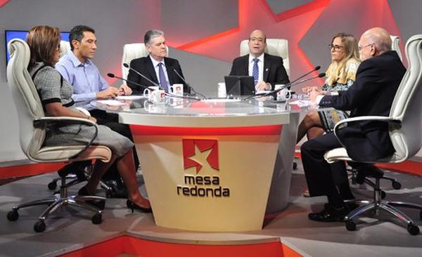 ministros cubanos en mesa redonda