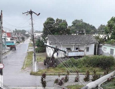 Afectado el servicio eléctrico a más de 11 mil cabaiguanenses tras el paso de la tormenta tropical Laura.