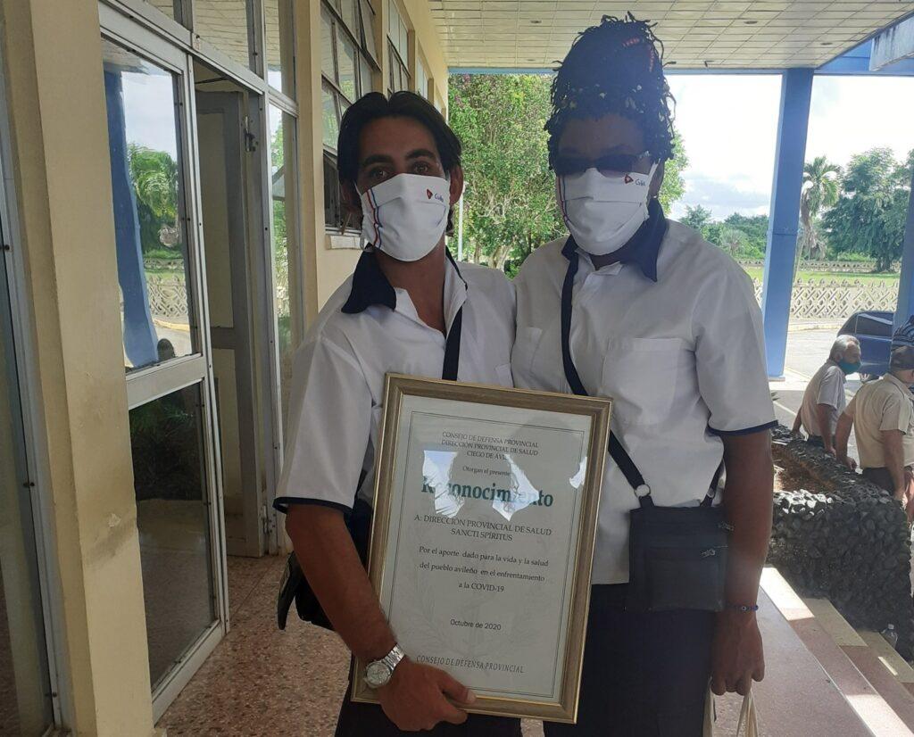 2 enfermeros cabaiguan
