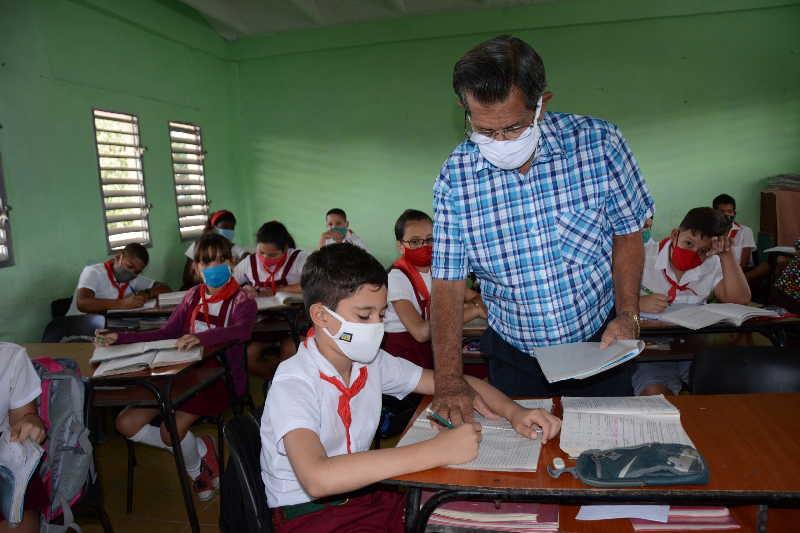 trabajadores de educacion en sancti spiritus foto vicente brito